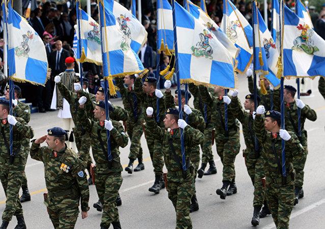 Fuerzas griegas durante un desfile