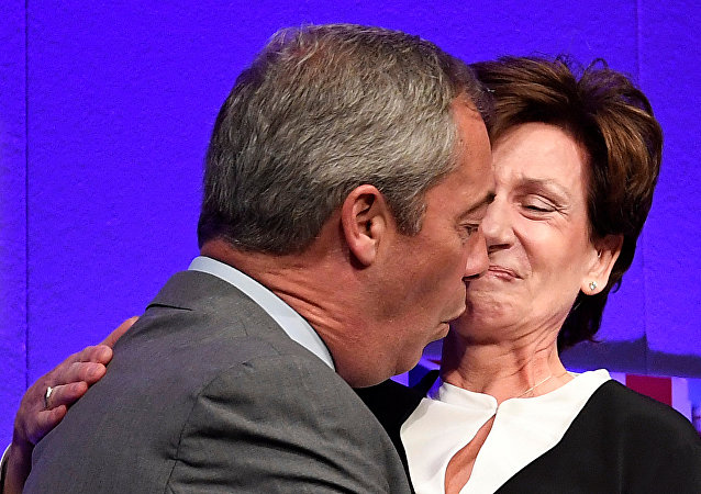 Nigel Farage y Diane James