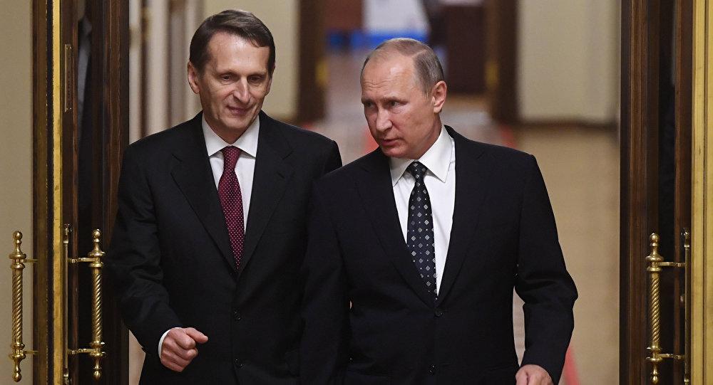 El presidente de Rusia, Vladímir Putin, y el jefe del Servicio de Inteligencia Exterior de Rusia, Serguéi Narishkin