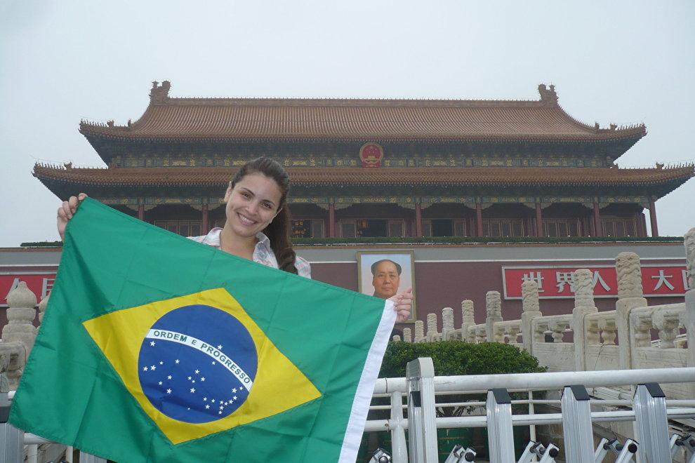 Laís, frente a la Ciudad Prohibida, en Pekín