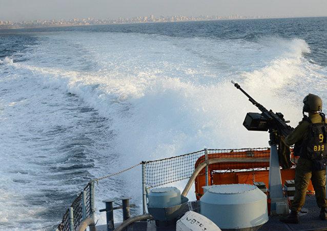 Buque israelí patrulla las costas de la franja de Gaza