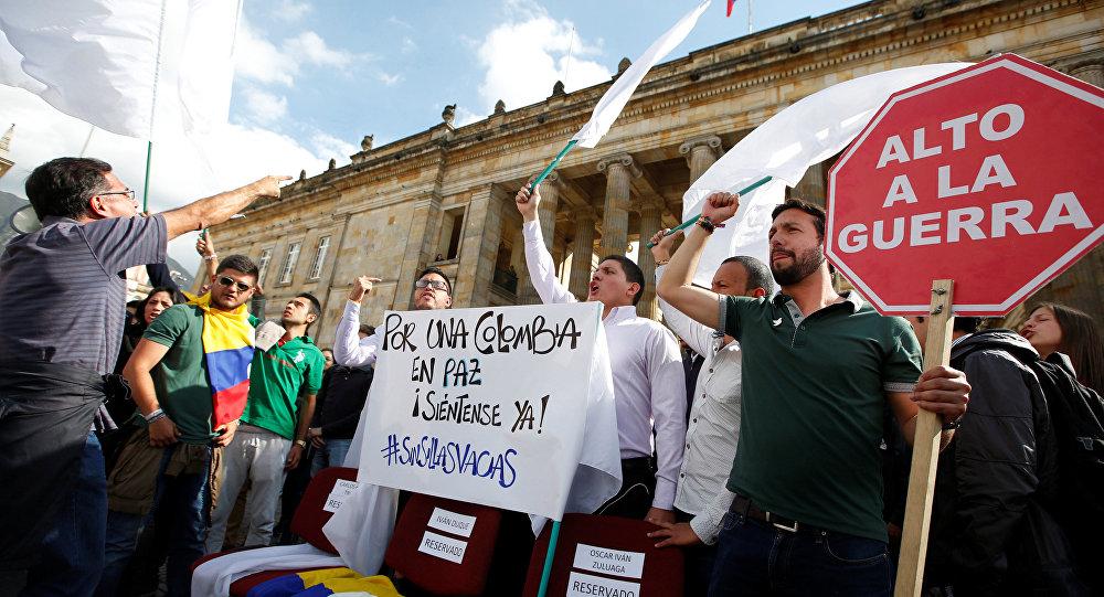 Los estudiantes durante una manifestación en apoyo de los acuerdos de paz entre las FARC y el Gobierno de Colombia (archivo)