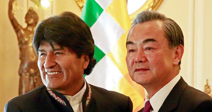 Presidente de Bolivia, Evo Morales, y canciller de China, Wang Yi