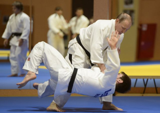 Vladímir Putin practicano judo