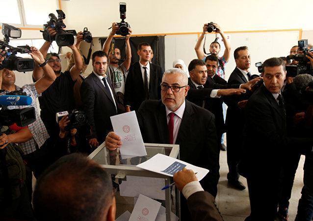 El secretario general de PJD vota en las elecciones en Marruecos