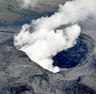 Erupción del volcán Aso (archivo)