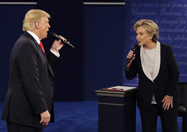 Donald Trump y Hillary Clinton durante debate