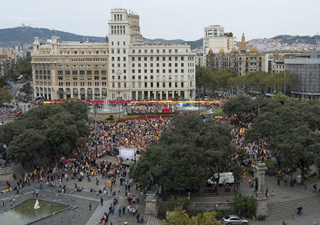 Manifestación en Barcelona contra la independencia de Cataluña en el Día de la Fiesta Nacional de España