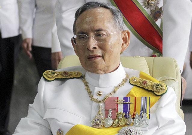 La Casa Real tailandesa confirma la muerte del rey Bhumibol Adulyadej