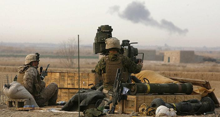 Militares con el sistema antitanque TOW