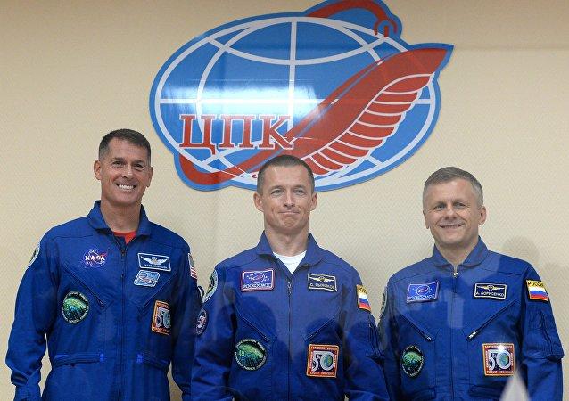 Tripulación de la EEI: Shane Kimbrough, de la NASA, y Serguéi Rízhikov y Andréi Borisenko, de la agencia rusa Roskosmos