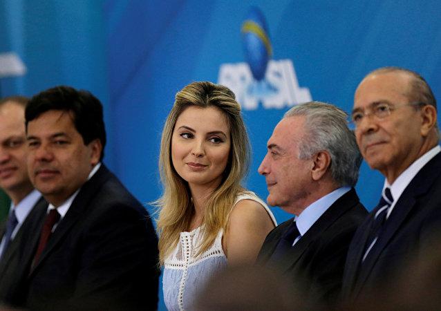 El presidente de Brasil, Michel Temer, con su esposa, Marcela Temer