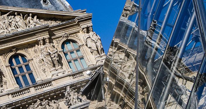 'Reflejos de Louvre' de Carla Sánchez