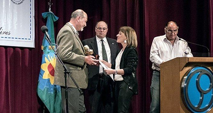 Telma Luzzani es galardonada con la prestigiosa estatuilla Arturo Jauretche