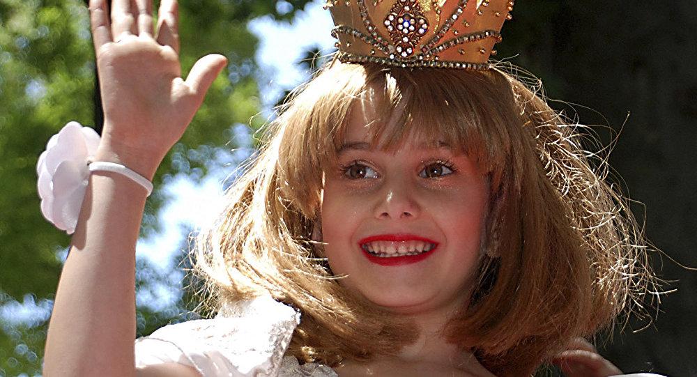Niña disfrazada de princesa (archivo)