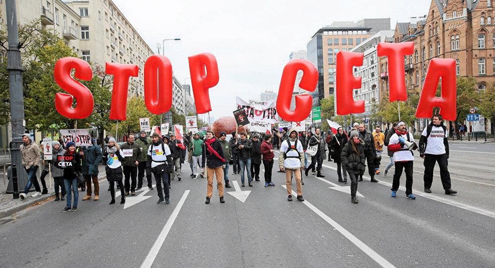 El nuevo líder del PSOE subraya izquierdismo con abstención ante el CETA