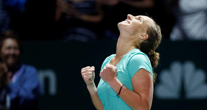 La rusa Svetlana Kuznetsova celebra su victoria sobre la polaca Agnieszka Radwanska