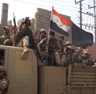 Terroristas aplastados: soldados iraquíes entran en el pueblo de Qara Qosh, cerca de Mosul