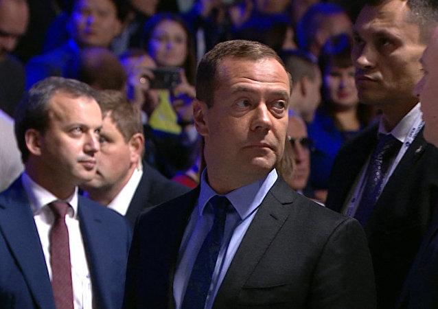 Medvédev evacuado a causa de ruidos sospechosos en el foro de Skólkovo