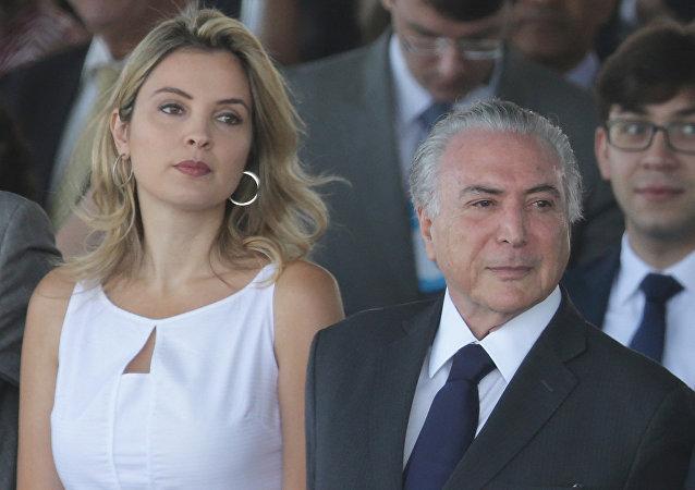Michel Temer, presidente de Brasil, con su esposa, Marcela Temer