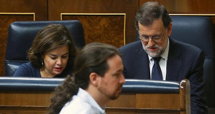 El líder de Podemos, Pablo Iglesias, y el presidente del Gobierno español, Mariano Rajoy