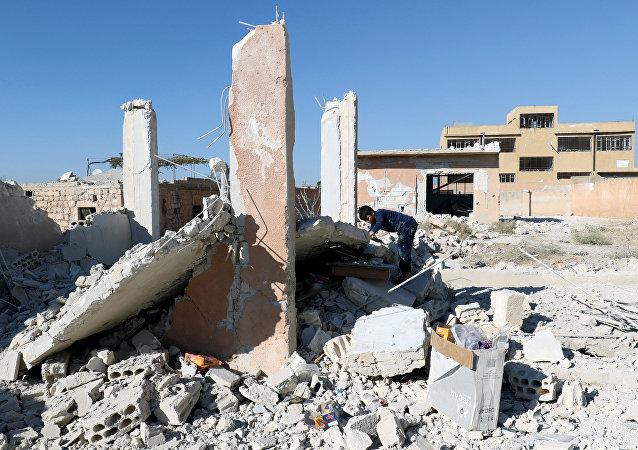 Las consecuencias del bombardeo de una escuela en Idlib (archivo)