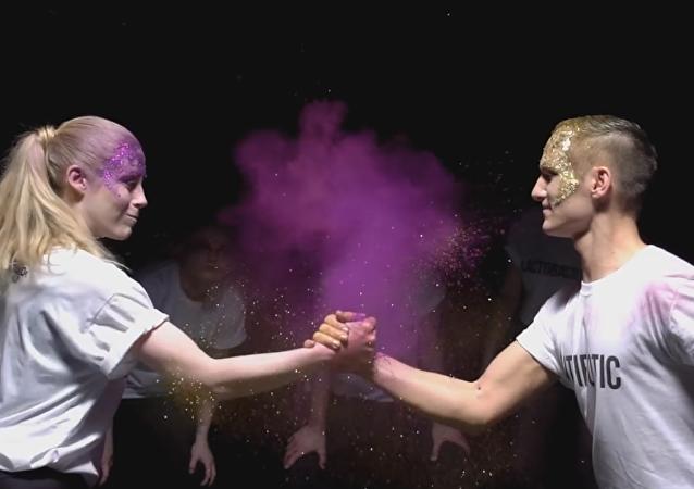 El baile de los anitbióticos, según una de las participantes del concurso Baila Tu Tesis 2016 (captura de pantalla)