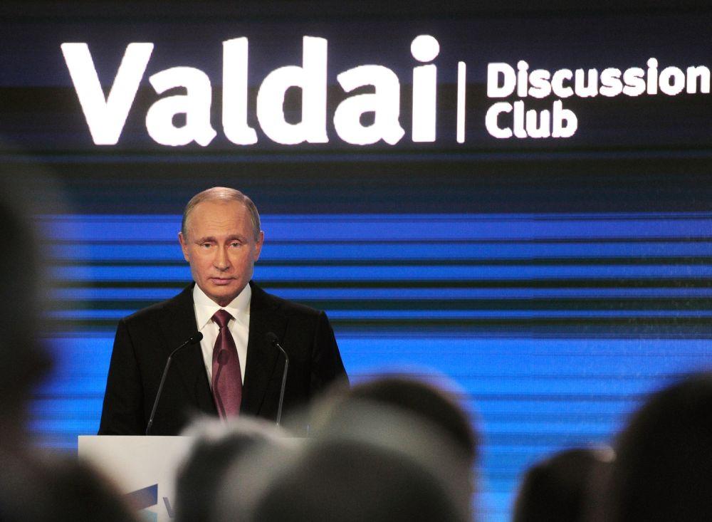 El 27 de octubre Vladímir Putin habló en la sesión plenaria final de la XIII reunión anual del club de discusión internacional Valdái en Sochi