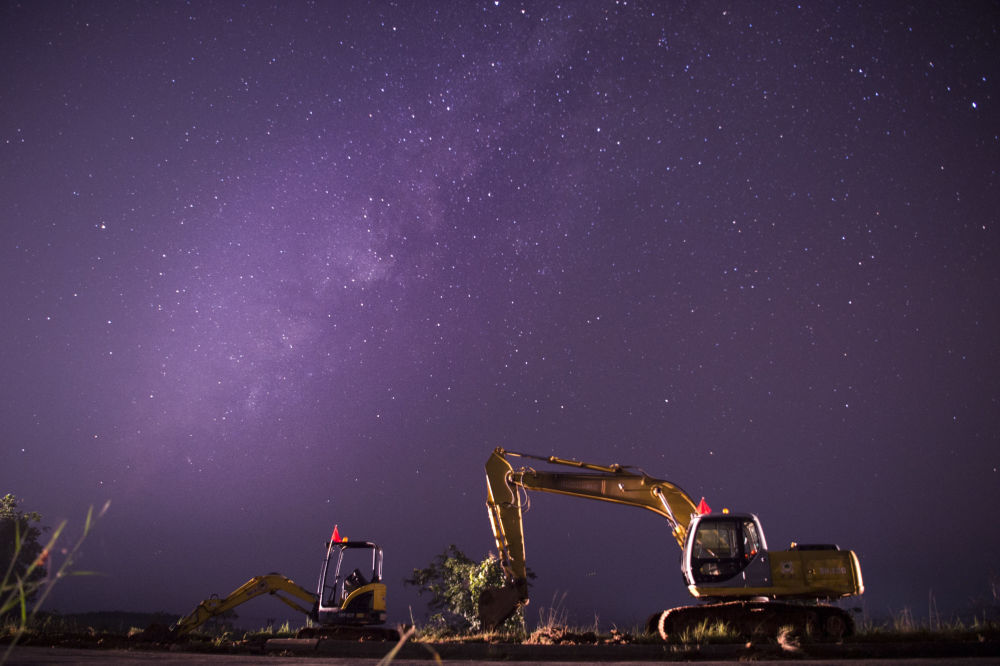 Foto de la Vía Láctea hecha con una larga exposición en Yangon, Myanmar