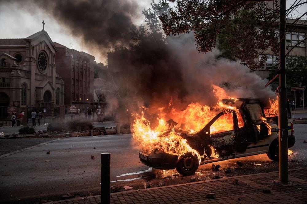En Johannesburgo tienen lugar enfrentamientos entre la policía y los estudiantes