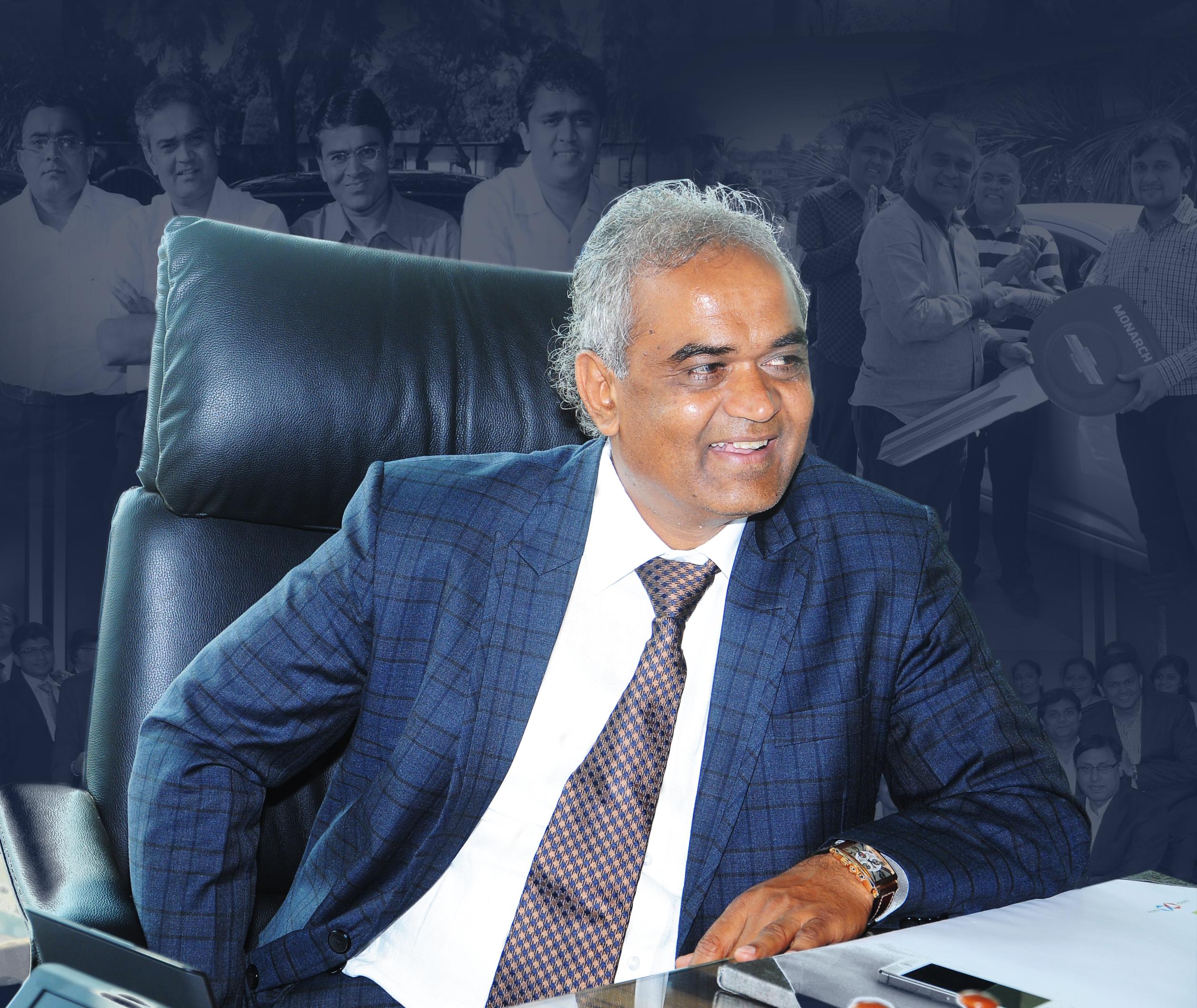 El señor Savji Dholakia Hari, fundador y presidente de Krishna Exports Pvt. Ltd