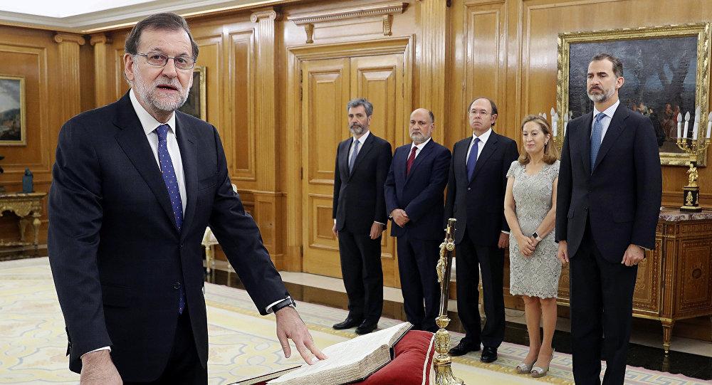 Mariano Rajoy jurando su cargo como presidente del Gobierno español