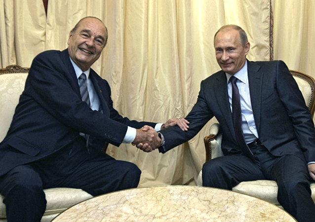 Jacques Chirac, expresidente francés, y Vladímir Putin, presidente Ruso, durante una reunión en 2010 (archivo)