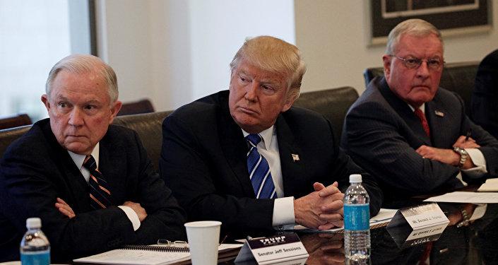 Trump con sus asesores
