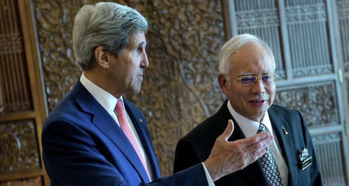 El primer ministro malasio, Najib Razak, y el secretario de Estado de EEUU, John Kerry