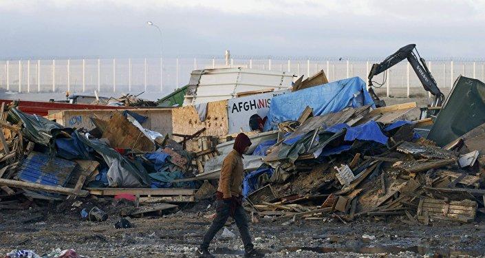 La demolición del campamento de refugiados en Calais, Francia (archivo)
