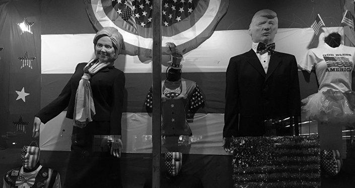 Manequís con caras Hillary Clinton y Donald Trump