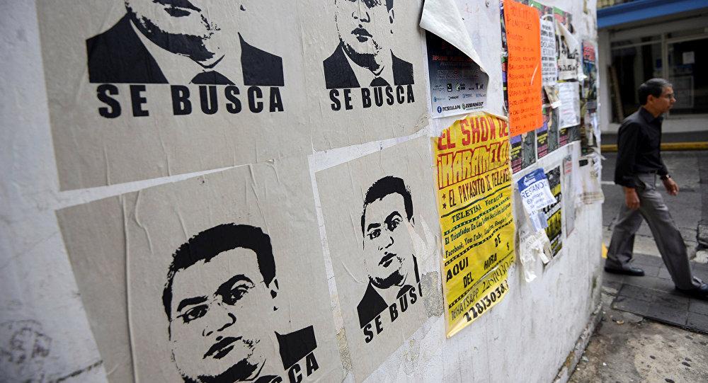 Pancartas con la imagen de Javier Duarte