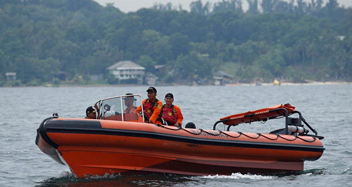 En busca de las víctimas del naufragio en Indonesia (archivo)