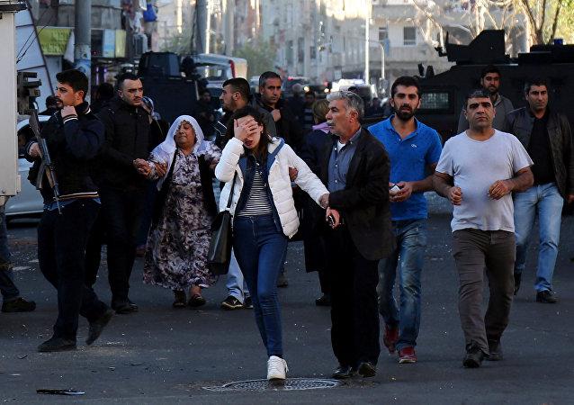 Gente tras la explosión en Turquía