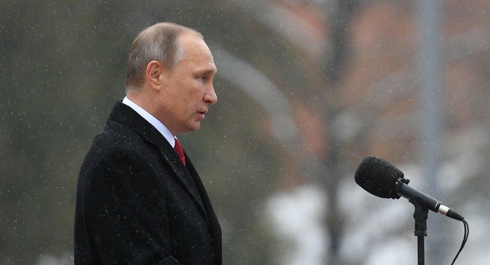 Vladímir Putin, el presidente de la Federación de Rusia durante la develación del monumento del príncipe Vladímir
