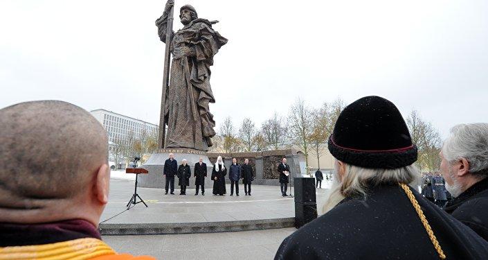 La develación del monumento al príncipe Vladímir  en Moscú