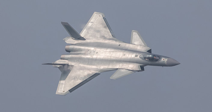 Caza polivalente chino J-20