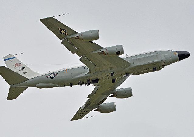 Avión de reconocimiento RC-135W