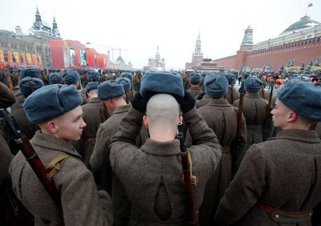 La Plaza Roja, escenario de una marcha militar dedicada al 75 aniversario del desfile de 1941