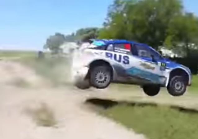 Extenista argentino Nalbandian sufre un aparatoso accidente en un rally