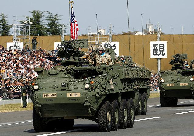 Blindados estadounidenses Stryker durante una ceremonia de las Fuerzas de Japón en la base de Asaka