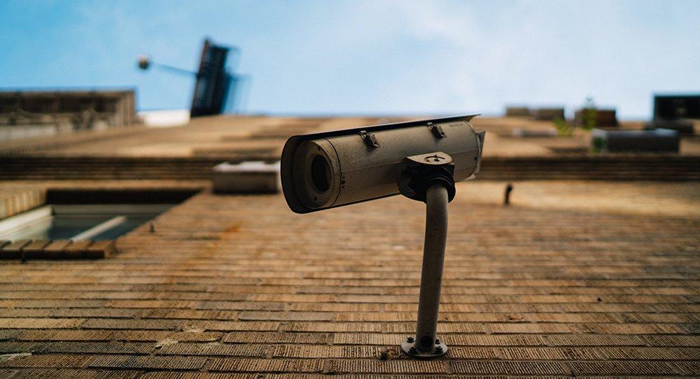 Una cámara de vigilancia