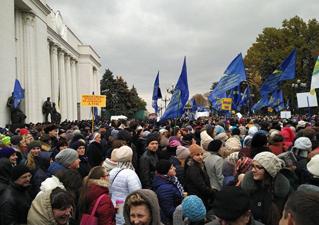 Ucranianos salen en masa a protestar contra el Gobierno (imagen referencial)