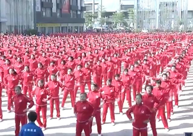 Más de 50.000 chinos realizan un espectacular baile